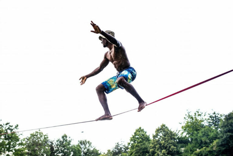 what is slacklining